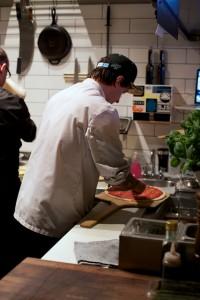 pizza carno making pizza