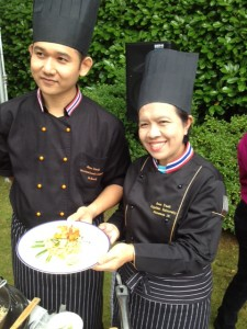 Chefs presenting the Pad Thai