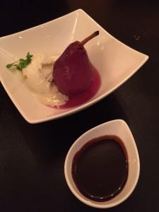 Peras al Vino Tinto y Chocolate Caliente