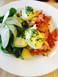 Beach Bay Eggs Benedict with honey ham